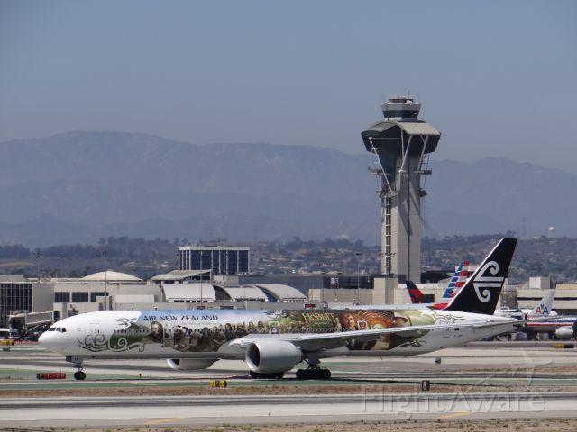 BOEING 777-300 (ZK-OKP) - LAX 7/11/14