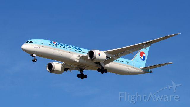 Boeing 787-9 Dreamliner (HL8084) - 787-9 on short final at BOS