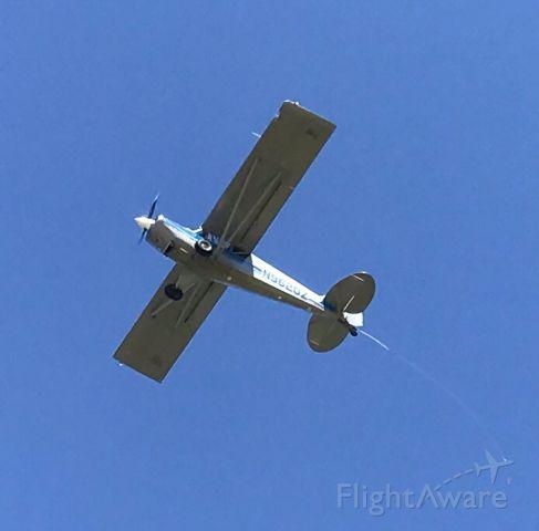 Cessna Skyhawk (N9620Z) - Preparing to drag a sign.