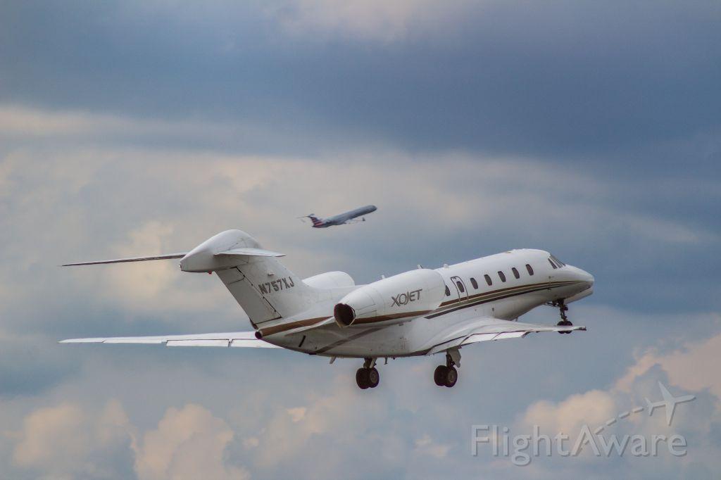 Cessna Citation X (N757XJ) - Parallel departure alongside a PSA CRJ-900