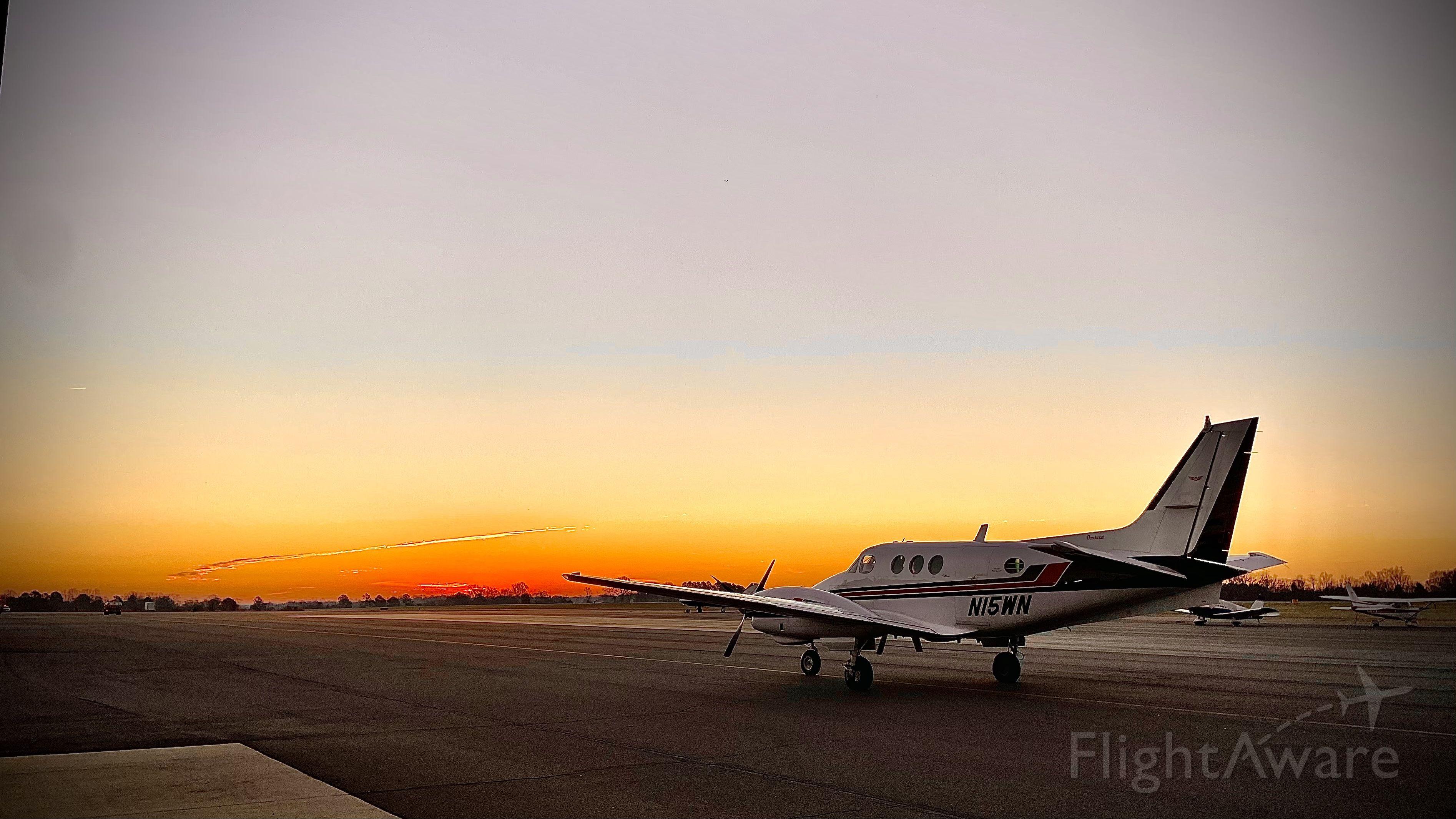Beechcraft King Air 90 (N15WN)