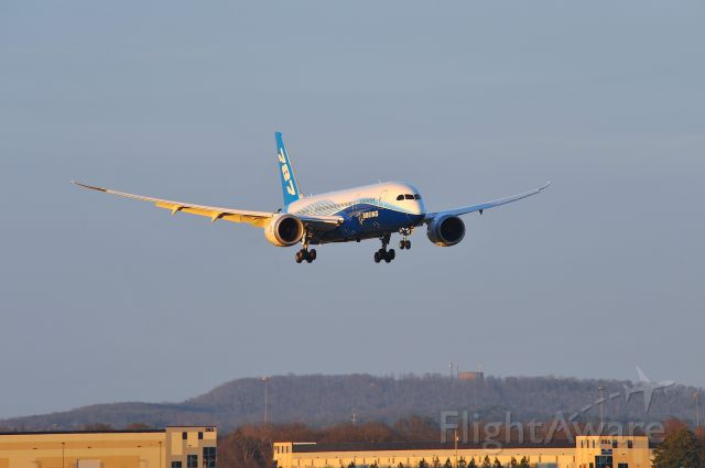 — — - 787 dreamliner on final at KHSV