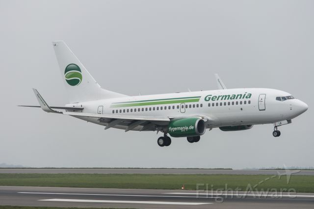 Boeing 737-700 (G-AGEQ) - Germania 737 landing on RWY09 at BRS on a very foggy and rainy day.