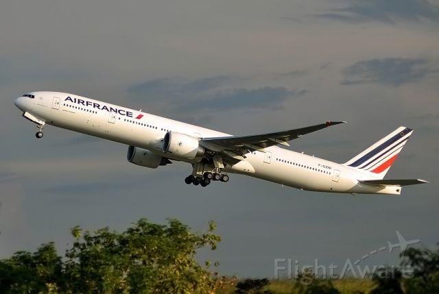 Boeing 777-200 (F-GZNI)
