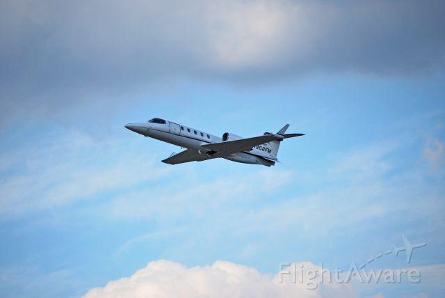 Learjet 31 (N962FM)