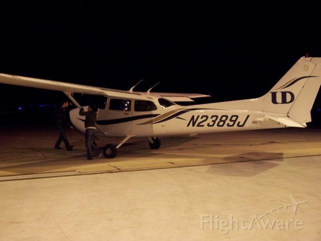 Cessna Skyhawk (N2389J) - University of Dubuque