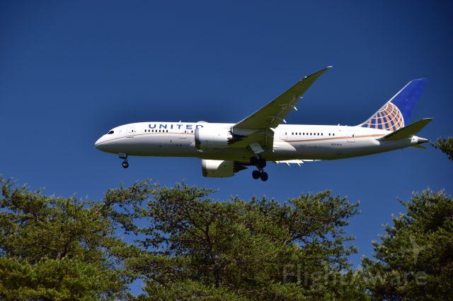 Boeing 787-8 (N20904) - Inbound from London Heathrow landing on runway 1R.