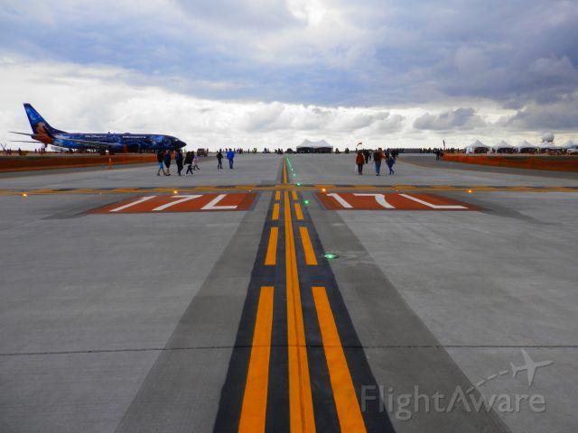 Boeing 737-700 (C-GWSZ) - Roam the Runway CYYC June 15 2014