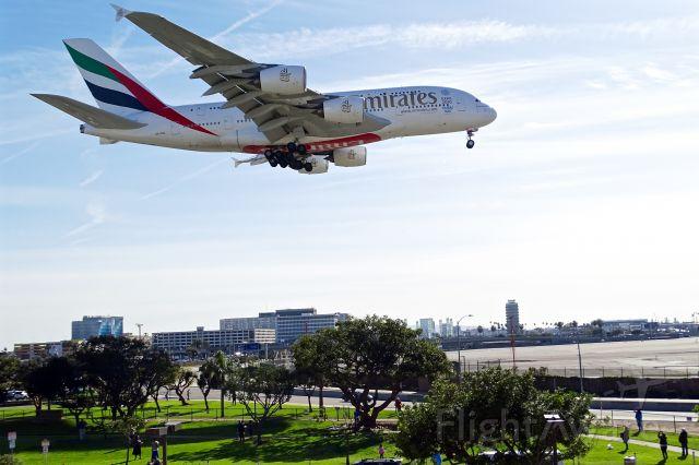Airbus A380-800 (A6-EOL)