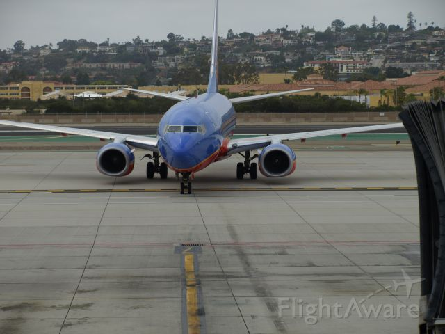 Boeing 737-700 (N246LV)
