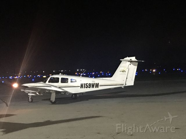 Piper PA-44 Seminole (N159WM) - Night view