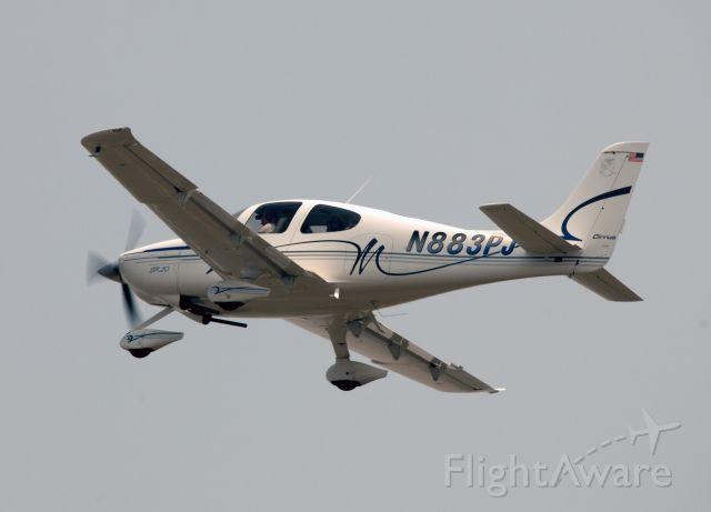 Cirrus SR-22 (N883PJ) - Take off runway 06.