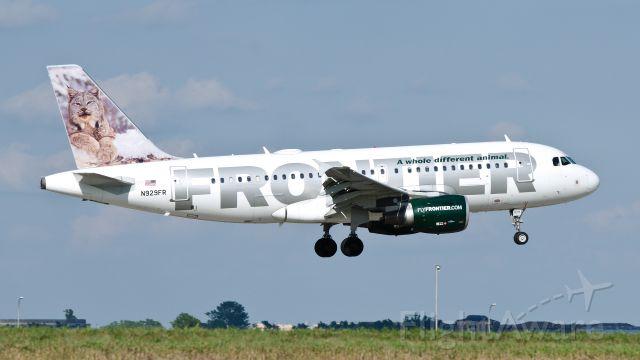 Airbus A319 (N929FR) - Larry landing on runway 15, 07-21-2013