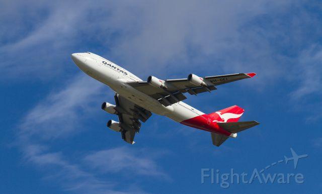 Boeing 747-200 (VH-OEI) - Departing RWY 19
