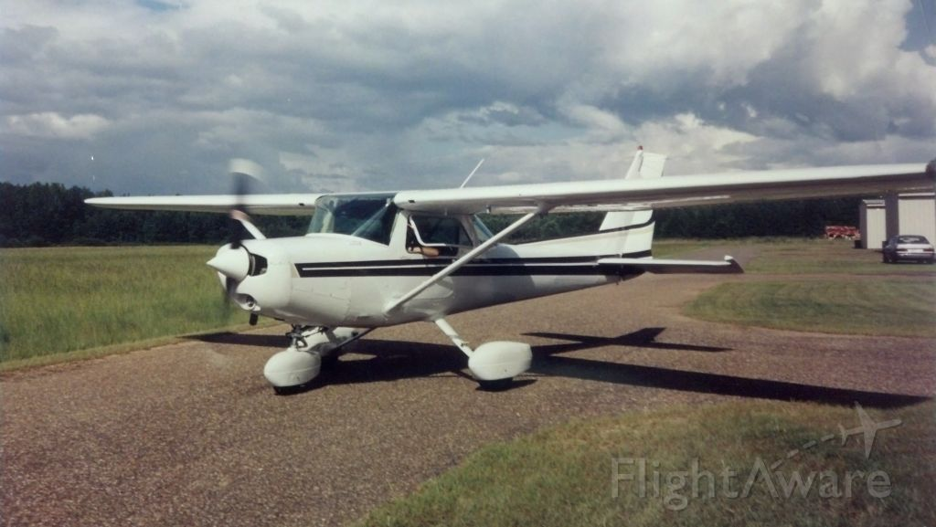 Cessna 152 (N69173) - Taxiing for takeoff in Prattville, AL (1995)