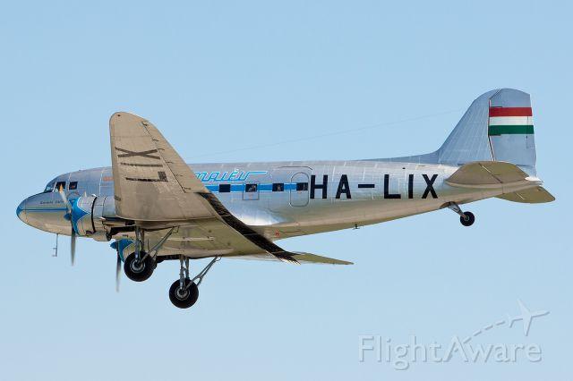 Douglas DC-3 (HA-LIX)