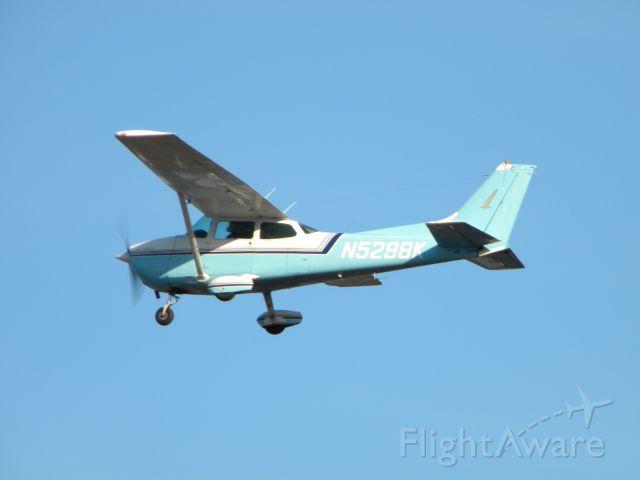 Cessna Skyhawk (N5298K) - N5298K after rotation at Robertson Field (4B8)