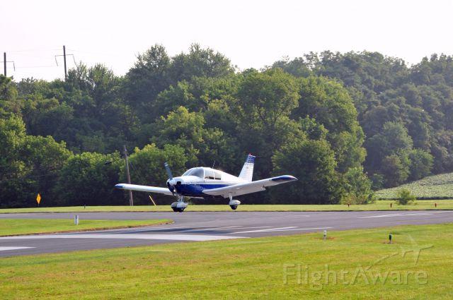 Piper Cherokee (N4595R) - Landing at Smoketown 2014.