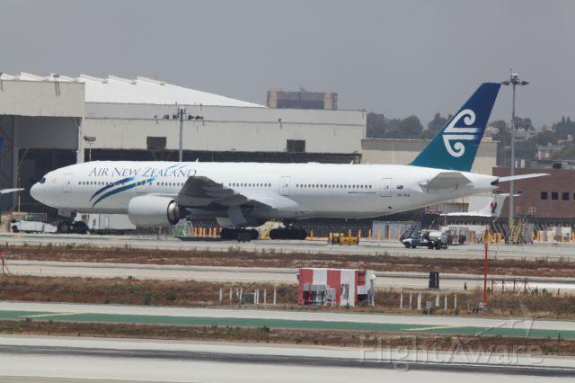 BOEING 777-200LR (ZK-OKB)