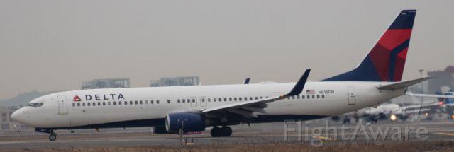 Boeing 737-700 (N815DN)