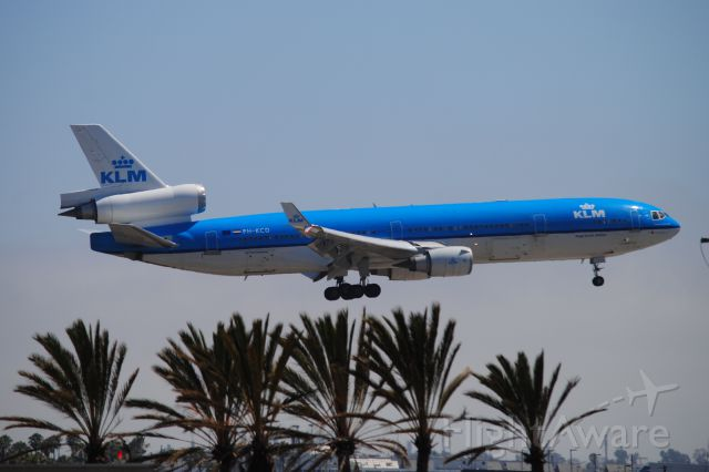 Boeing MD-11 (PH-KCD) - The RARE MD11 of KLM arrives 24R!