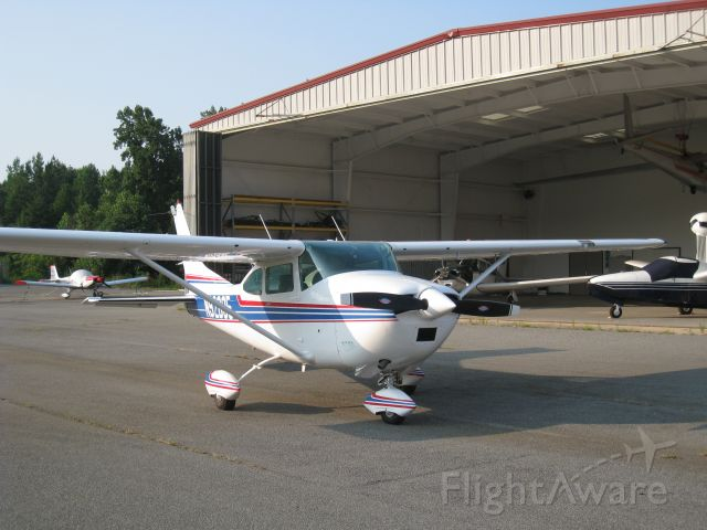 Cessna Skylane (N92895) - Coming out of the hanger at Lake Norman Airpart