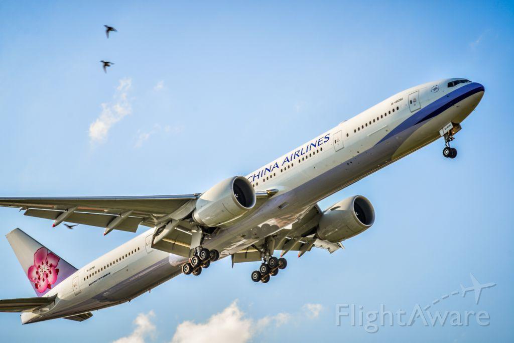BOEING 777-300ER (B-18051)