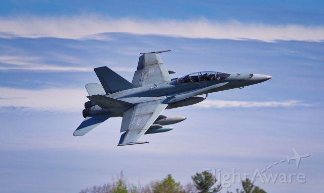 McDonnell Douglas FA-18 Hornet (18-8934) - right break for the crowd