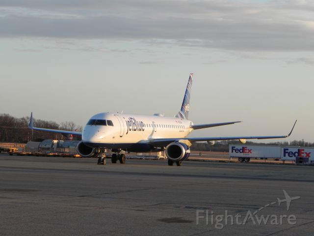 Embraer ERJ-190 (N351JB) - Another shot of N351JB sitting on the ramp after dropping off The Villanova University Men's Basketball team to take on the PC Friars.