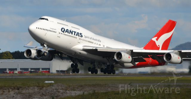 Boeing 747-400 (VH-OJT) - Takeoff from Brisbane on a spring afternoon.