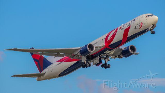 BOEING 767-400 (N845MH) - DL212 departing Atlanta for Nice