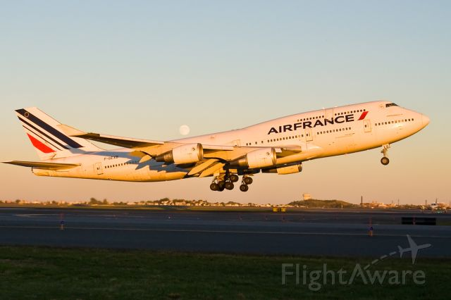 Boeing 747-400 (F-GEXB) - The Queen