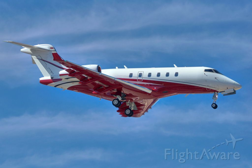 Bombardier Challenger 300 (DCM6083) - 4 approach.