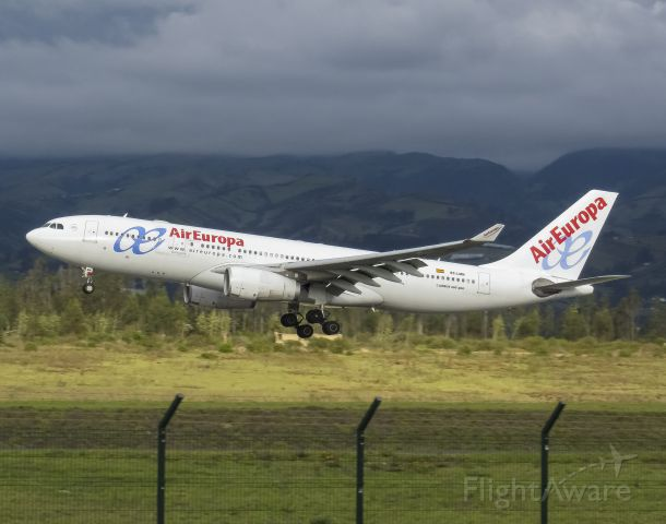 Airbus A330-200 (EC-LMN) - Very Very rare aircraft to see in Quito. Inbound from Madrid