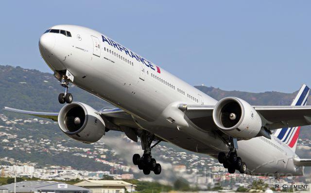 BOEING 777-300ER (F-GSQP)