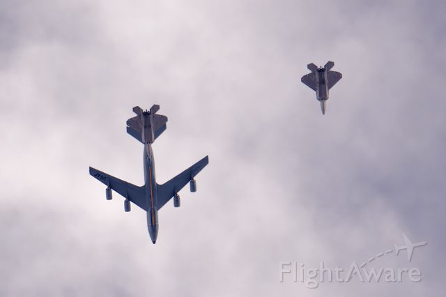 — — - KC-135 & F-22