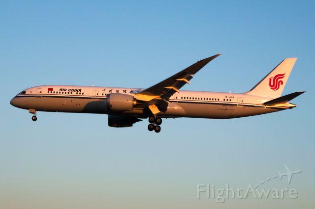 Boeing 787-9 Dreamliner (B-1469)