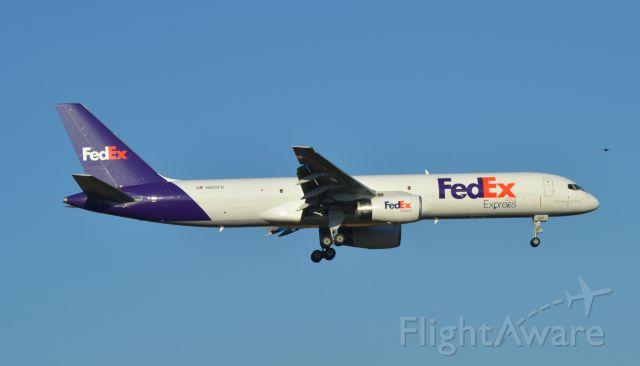 Boeing 757-200 (N926FD) - FDX725 (N926FD) on final to Runway 15 in Sioux Falls SD
