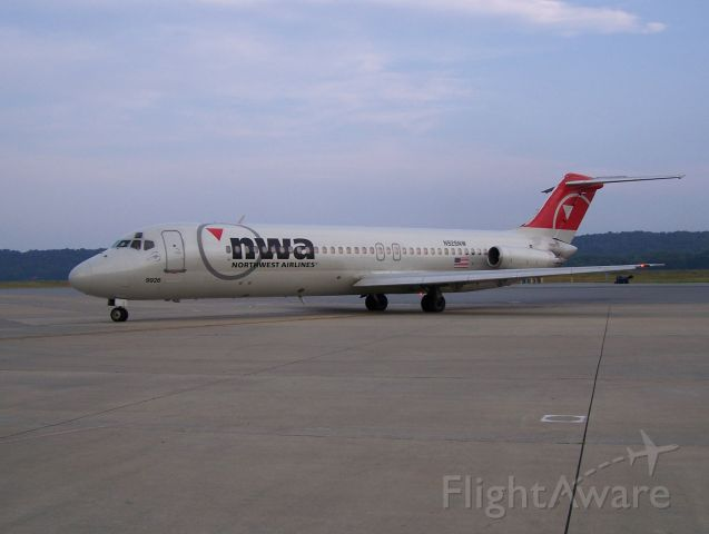 McDonnell Douglas DC-9-30 (N926NW)