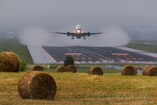 BOEING 767-300 (JA8397)