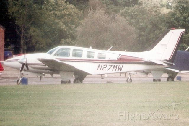 Beechcraft Baron (58) (N27MW) - Seen here in Oct-99.  Exported to Paraguay 7-Apr-10 where it became ZP-BBC.