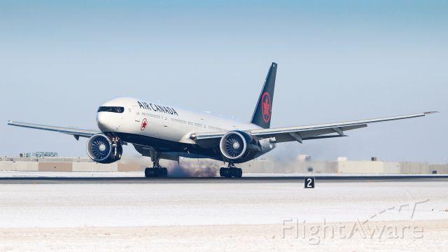 BOEING 777-300ER (C-FJZS)