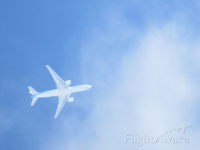Boeing 777-200 (PH-BQN) - AMS to UIO, 38,000Ft. 473Kt. over Puerto Rico.  Canon PowerShot SX50HS.