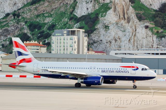 Airbus A320 (G-EUYW)