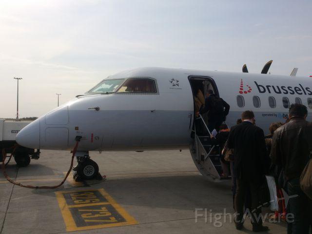 de Havilland Dash 8-400 (G-ECOK)