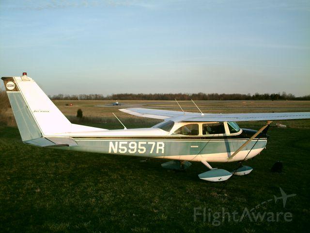 Cessna Skyhawk (N5957R)