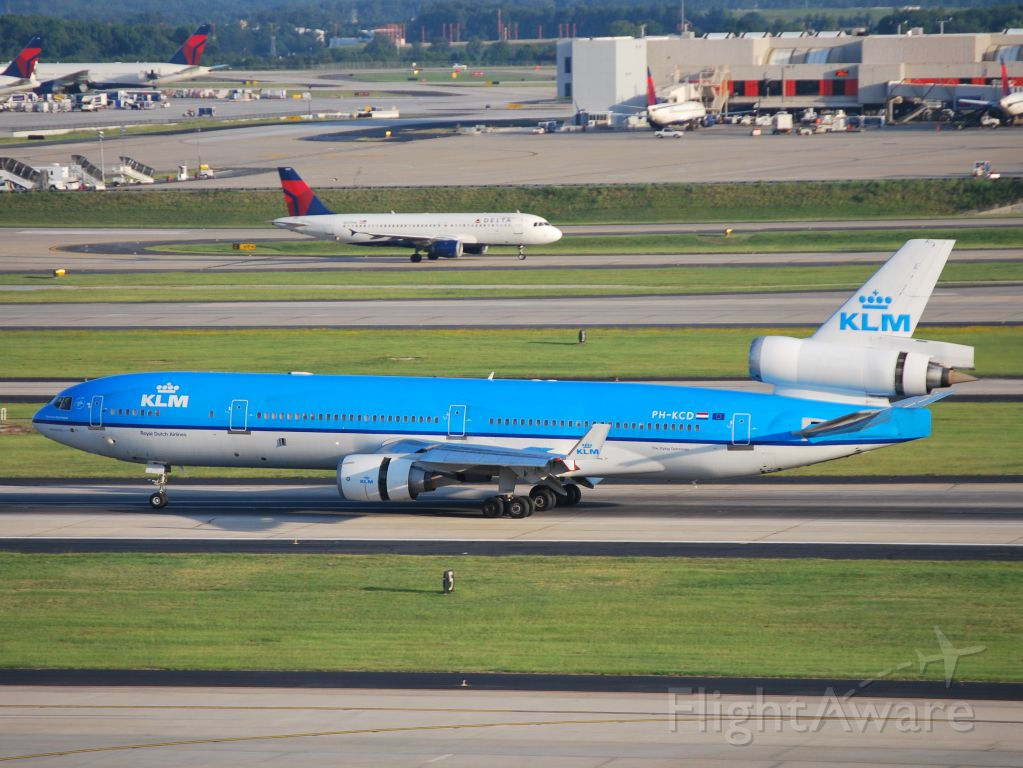 Boeing MD-11 (PH-KCD) - Arriving 6/16/12