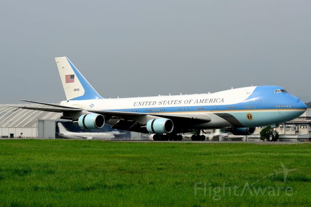 Boeing 747-200 (92-9000) - Air Force One touches down on Runway 15. US President Barack Obama has arrived in Malaysia - the first serving American leader to visit since 1966.