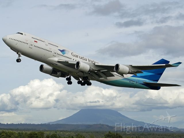 Boeing 747-400 (PK-GSH) - Garuda Indonesia Boeing 747-400 serving hajj from makassar, and rotating off from BTJ Airport