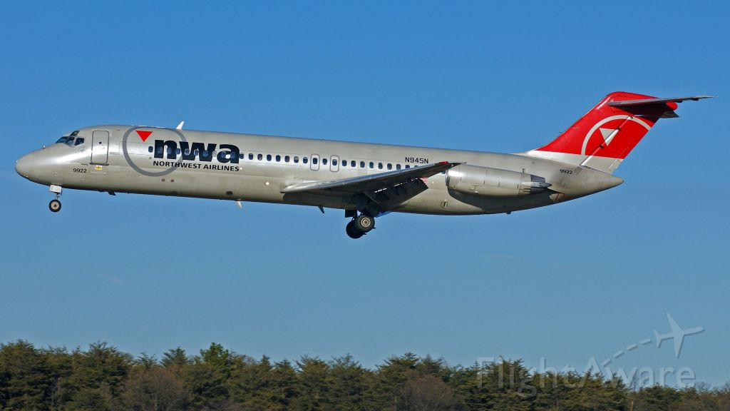 McDonnell Douglas DC-9-30 (N945N)